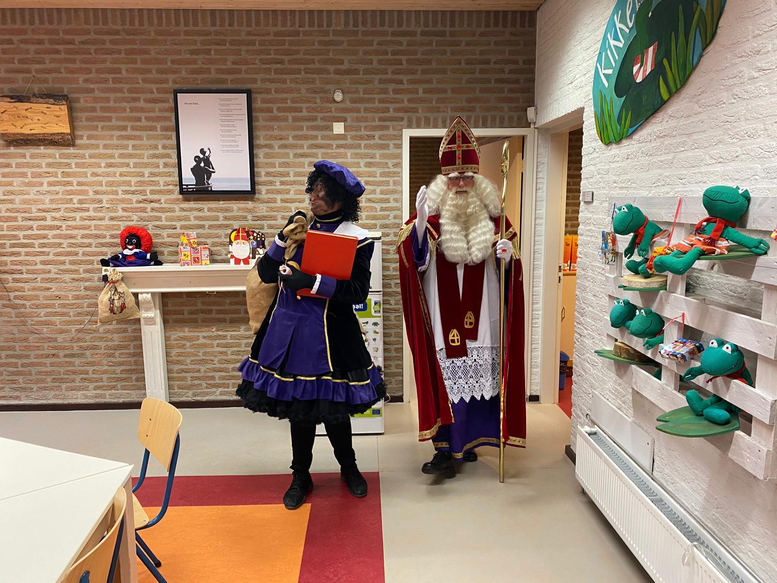 Sint en Piet op school